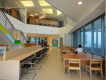 臺大數學系圖書室挑高建築